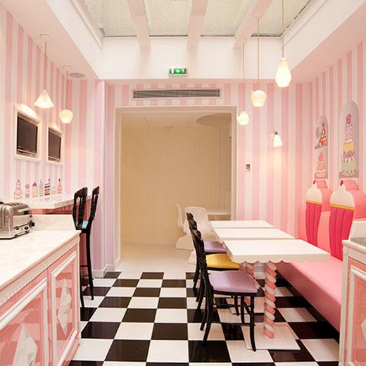 01_Le-Vice-Versa-Le-nouvel-hôtel-boudoir-signé-Chantal-Thomass_520px-square