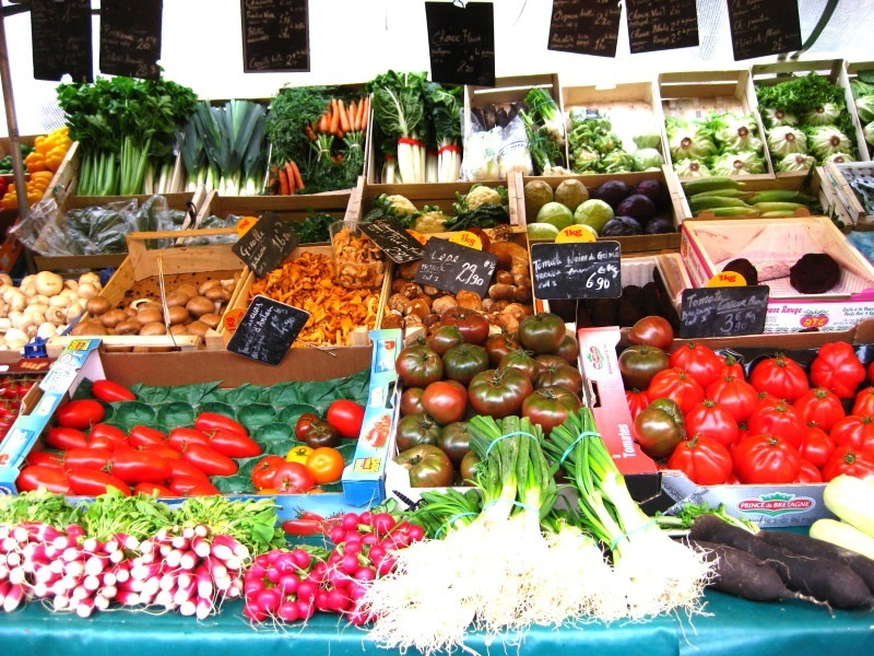 paris-market-fruit-veg-stall-2