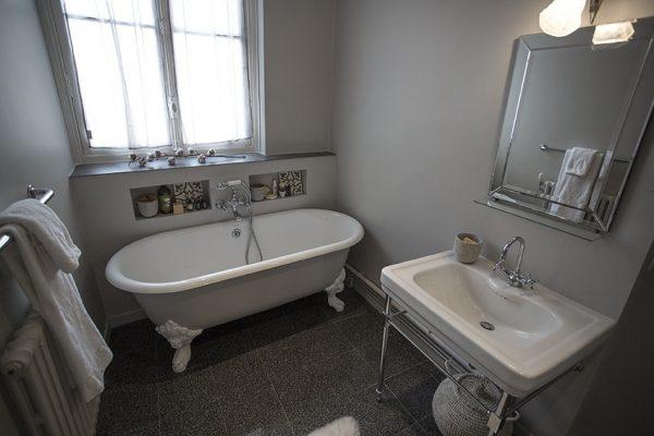 VINGT Parisian Apartment - Case Study - Bathroom